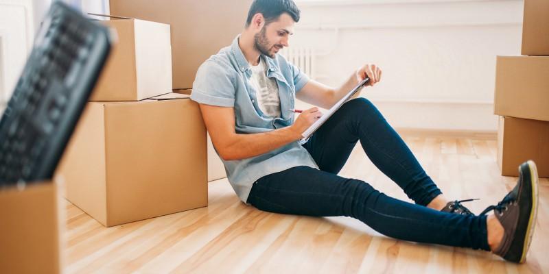 Un locataire en plein déménagement fait un rachat de crédits sans immobilier